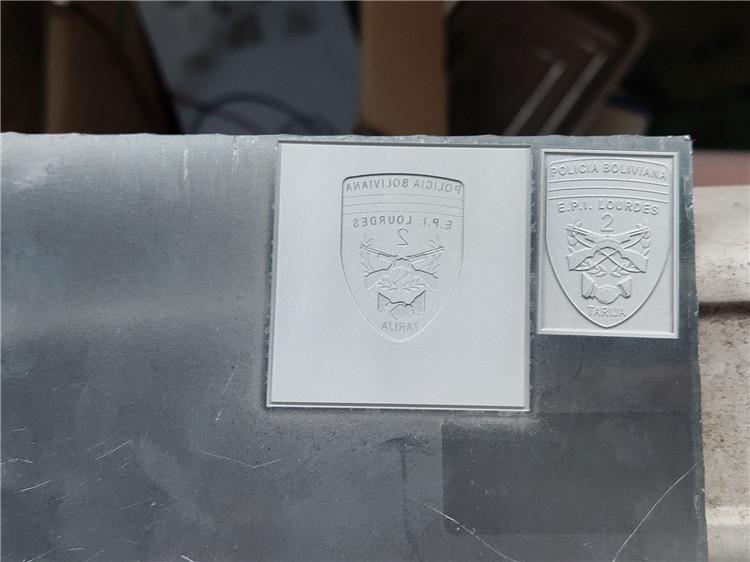 3d উপলক্ষে galvanometer সঙ্গে অ্যালুমিনিয়াম প্লেট উপর ফাইবার লেজারের চিহ্নিত মেশিনের চিহ্ন 3d প্যাটার্ন
