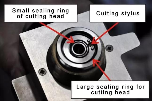 Fiber laser cutting machine cutting head